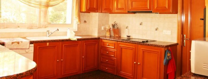 Want To Renovate Your Kitchen Cabinets But You Are On A Budget? Read On!