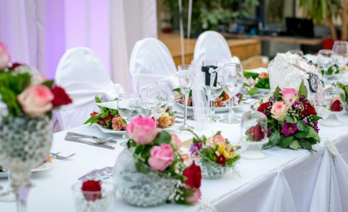 What To Use As A Fall Wedding Table Decoration