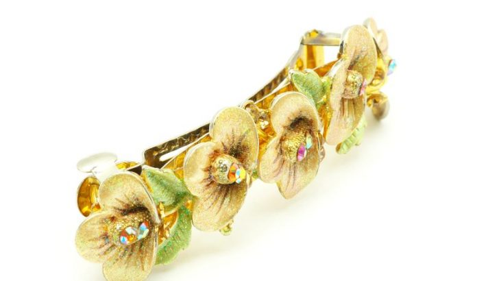 Beautiful Hair Accessories: Check The List
