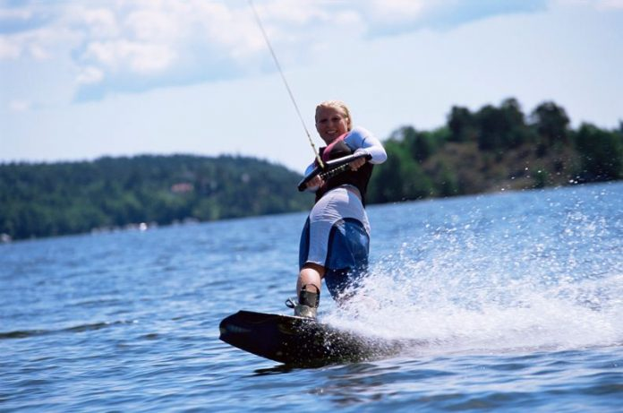 Know About The Various Competitive Water Skiing